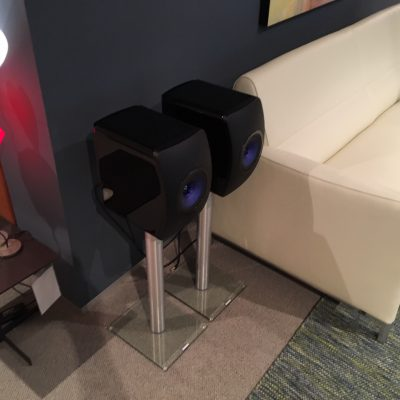 KEF LS50 Wireless in Showroom Aelivé