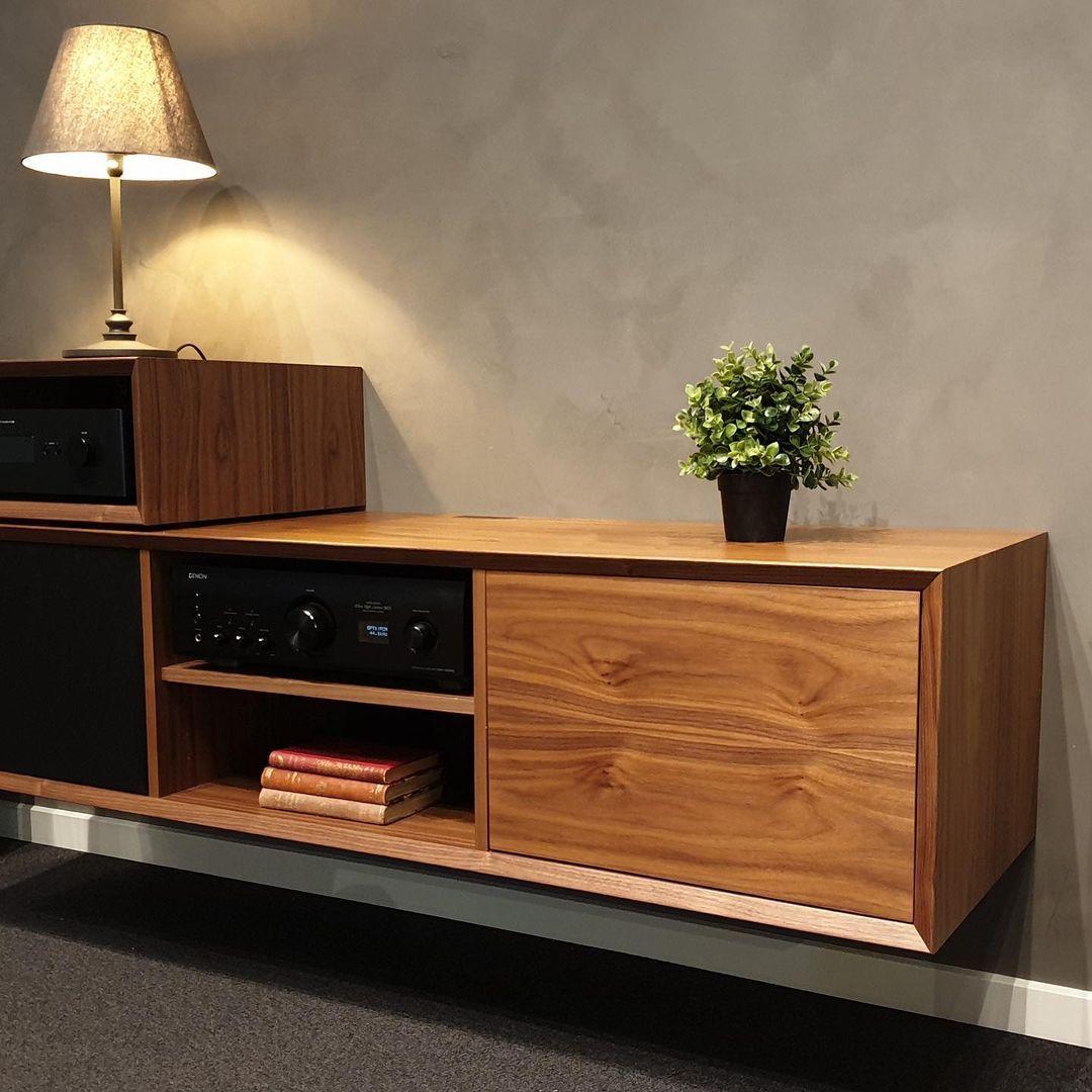 Clic meubilair van hout voor hifi apparatuur
