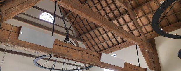 KEF Custom installatie in houten balken