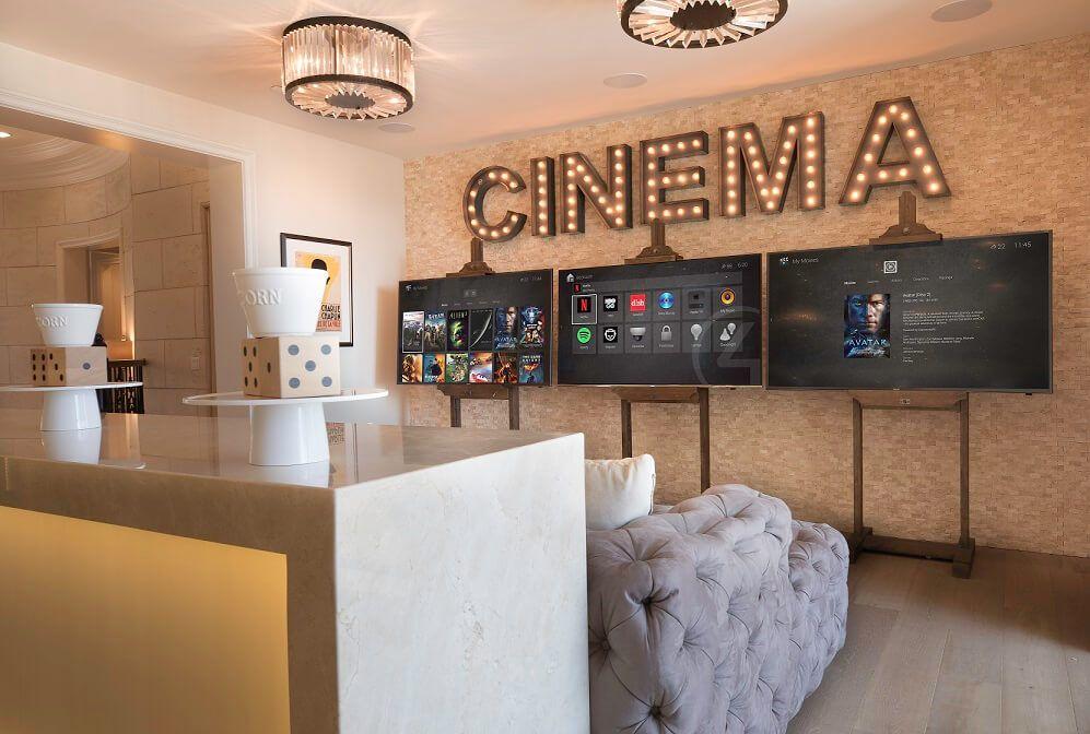 Cinema afbeelding woning aangestuurd door Domotica apparatuur