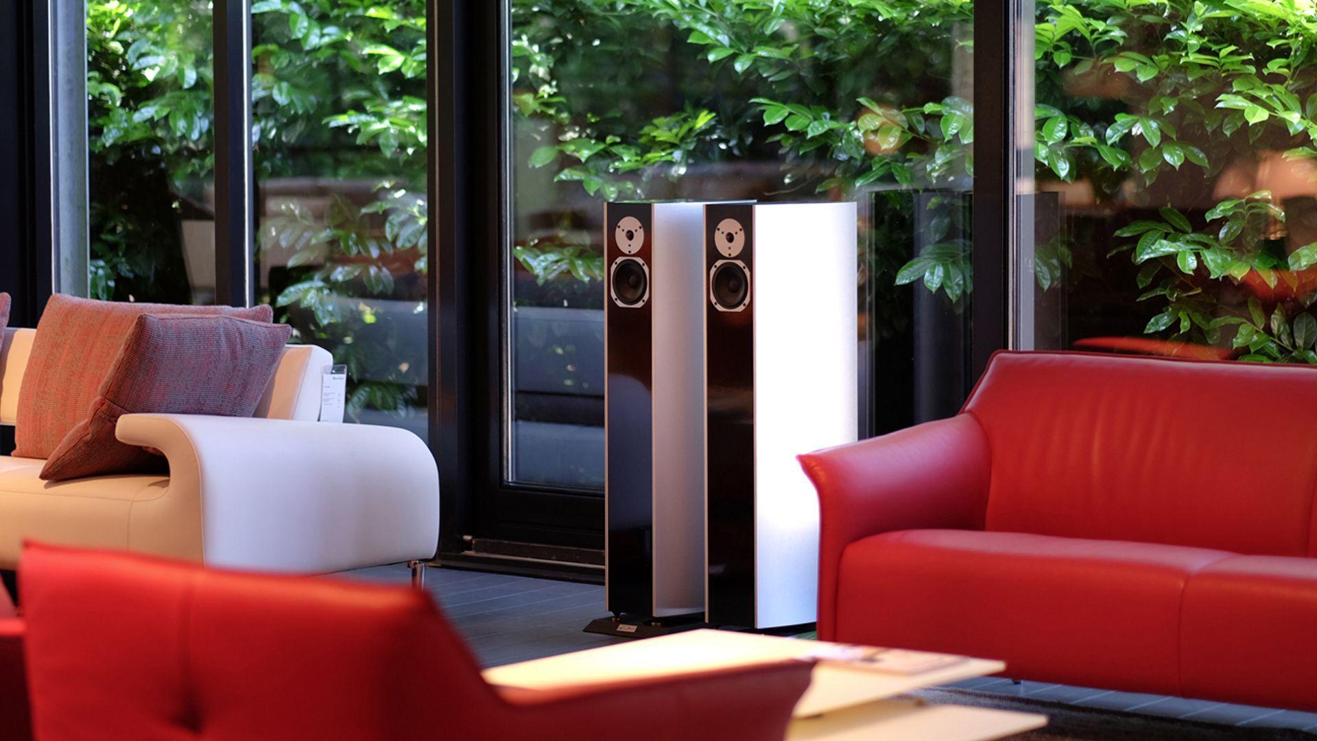 Mondileder-Soesterberg-Designmeubelen samen met de van buren audio design luidsprekers